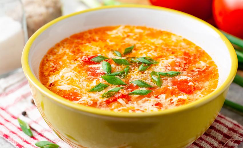 人参 玉ねぎ ピリ辛 トマト 卵 スープ